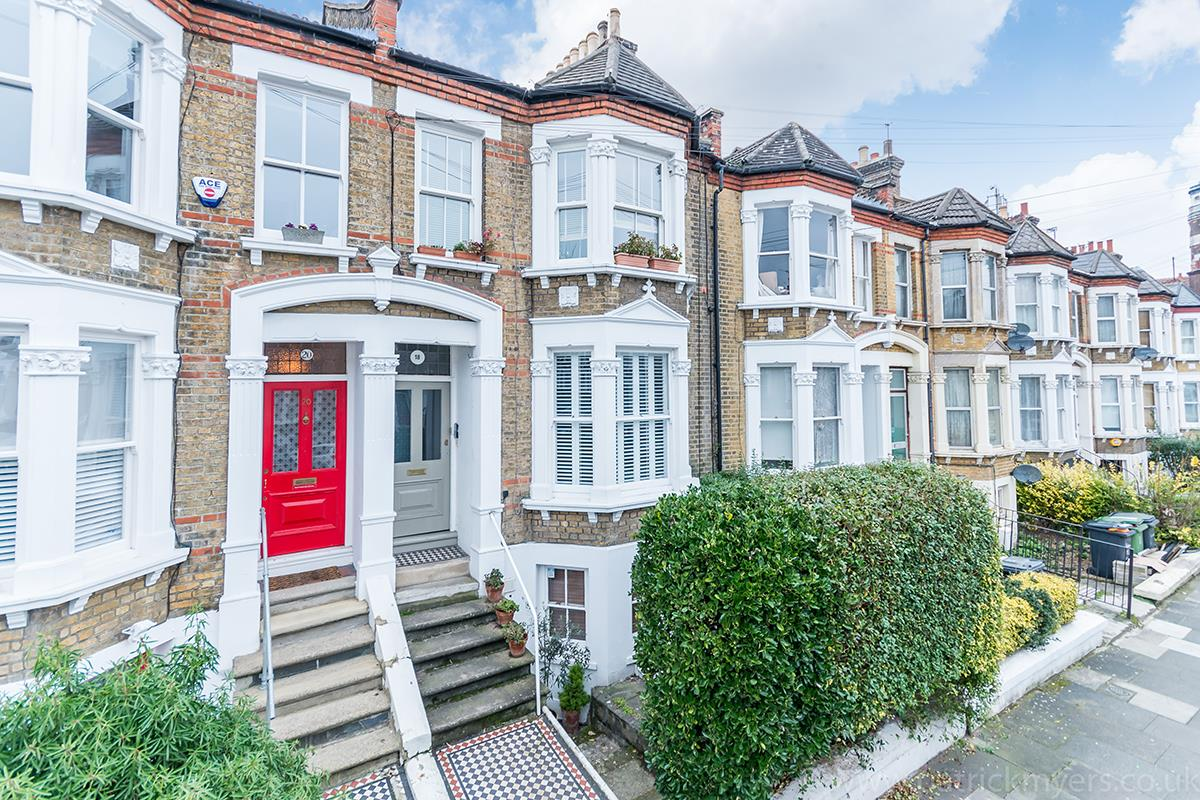 Flat - Conversion Sale Agreed in Waller Road, New Cross, SE14 629 view1