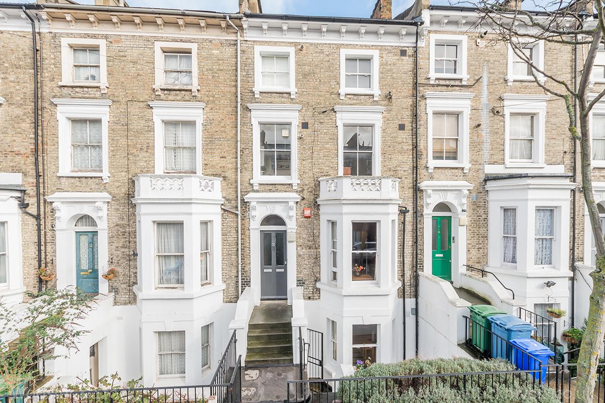 Flat/Apartment Sale Agreed in Wilson Road, Camberwell, SE5 425 view1