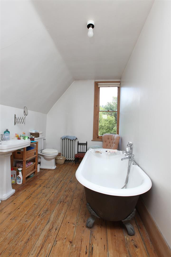 House - Semi-Detached Sold in Wood Vale, Forest Hill, SE23 53 view16