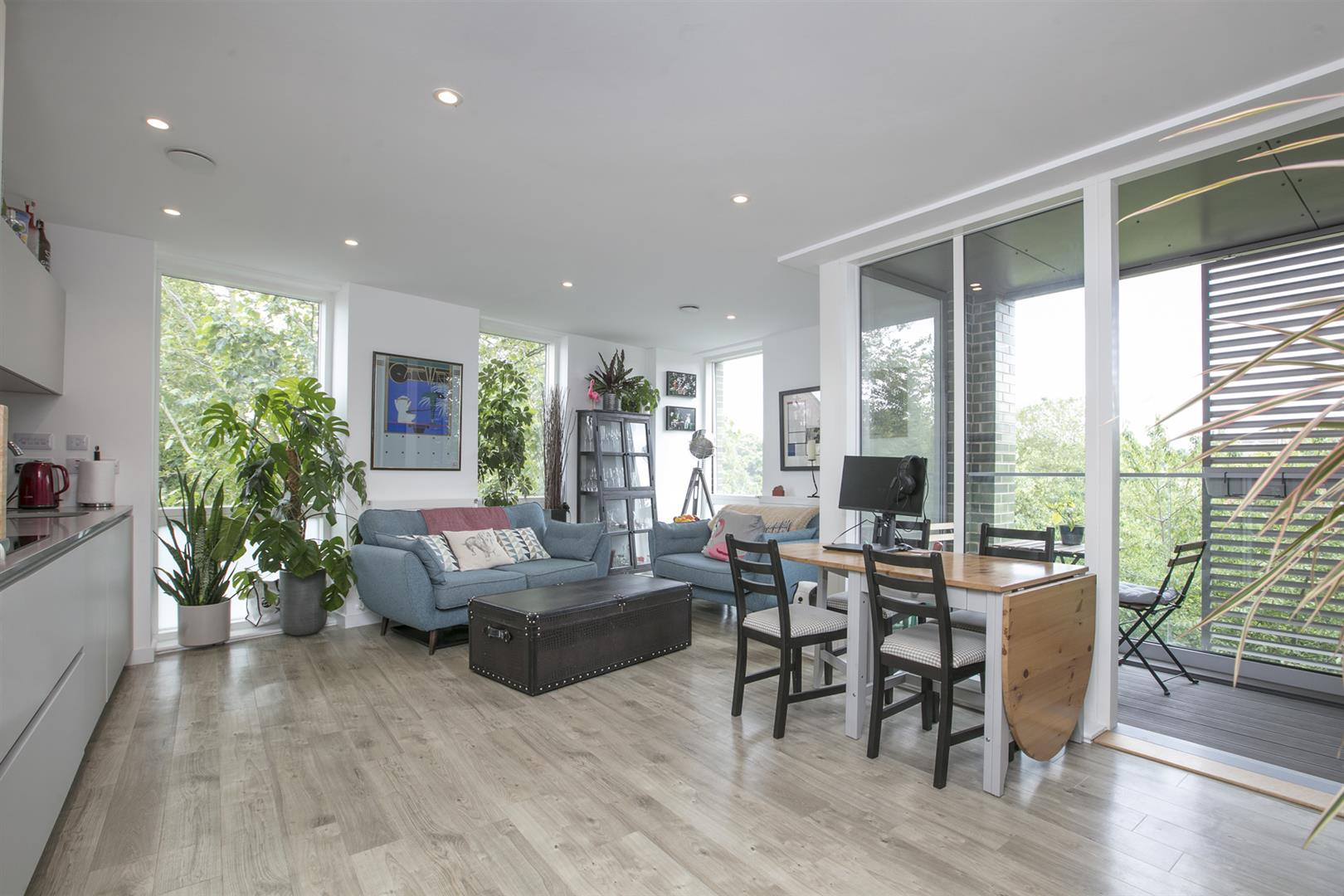 Flat - Purpose Built For Sale in Woods Road, Peckham, SE15 619 view1